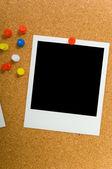 Polaroids auf pinnwand — Stockfoto
