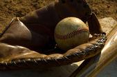 Vintage baseball and bat on base — Stock Photo
