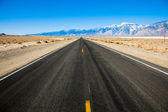 Empty Road with Mountains — Stock Photo