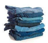 Stapeln von alten Blue jeans — Stockfoto