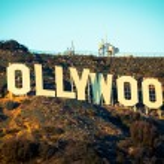 famoso cartel de hollywood con el cielo azul de fondo — Foto de Stock