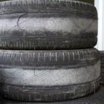 opotřebované pneumatiky pro hospodářskou soutěž — Stock fotografie
