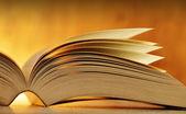Kniha na stole — Stock fotografie