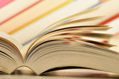 Samenstelling met boeken op tafel — Stockfoto