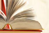 Složení s knihami na stůl — Stock fotografie