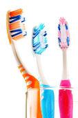 Sammansättning med tandborstar isolerad på vit — Stockfoto