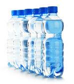 Composição com garrafas de plástico vazias do policarbonato do mineral — Fotografia Stock