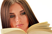 Young woman reading a book. Female student learning — Stockfoto