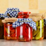 composición con frascos de encurtidos. alimentos marinados — Foto de Stock   #31504181