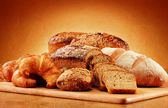 Wicker basket with bread and rolls Composition with bread and rolls. Baking products. — Stock Photo