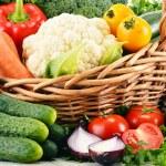 Variety of fresh organic vegetables in wicker basket — Stock Photo #35969703