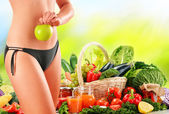 Dieting. Balanced diet based on raw organic vegetables — Stock Photo