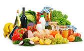 Samenstelling met verscheidenheid van kruidenier producten geïsoleerd op wit — Stockfoto