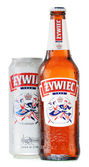Bottle and can of Zywiec beer isolated on white — Stock Photo