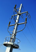 Power pylon over blue sky. Electrical transmission tower — Stock Photo