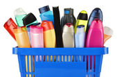 Plastic shopping basket with body care and beauty products — Stock fotografie
