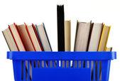 Carrello plastica con libri isolato su bianco — Foto Stock
