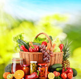 Wicker basket with fresh organic vegetables. Balanced diet — Stock Photo