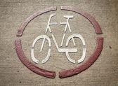 Işaretli bisiklet şeritli yolda — Stok fotoğraf