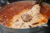 Enterrado de arroz com carne de cabra, cozinhar na panela - islâmica comida — Foto Stock