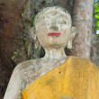 Abandoned broken buddhism statue — Stockfoto