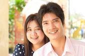Coppia di amanti asiatici sorridente — Foto Stock
