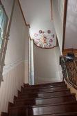 Rosa lampe dekoration über die leiter nach oben treppe — Stockfoto