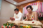 Praying asian thai wedding ceremony bride and bridegroom — Stock Photo