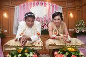Aziatische Thaise huwelijk ceremonie bruid en bruidegom — Stockfoto