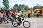 яла, таиланд - 1 апреля: неизвестные krongpinang мальчиков гонки — Стоковое фото