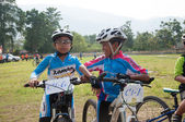 YALA, THAILAND - APRIL 1: Unidentified boys wait on mountain bik — Stock Photo