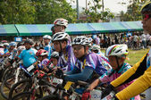 YALA, THAILAND - APRIL 1: Unidentified mountain bikers are waiti — Stock Photo