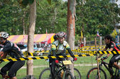 YALA, THAILAND - APRIL 1: Unidentified woman rides mountain bike — Foto de Stock