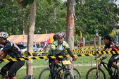 YALA, THAILAND - APRIL 1: Unidentified woman rides mountain bike — Foto Stock