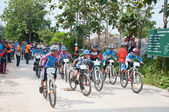 YALA, THAILAND - APRIL 1: Unidentified boys ride mountain bike f — Stockfoto