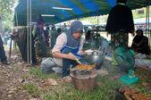 YALA, THAILAND - AUG 29: Yala young Islam female cooks baked str — Stock Photo