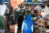 YALA, THAILAND - AUGUST 15:Muslim female buy shoes for gifts bef — Stock Photo