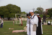 YALA, THAILAND - AUGUST 8 : Thai Muslim male photographer take a — Stock Photo