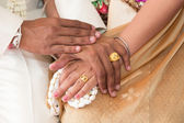 Thai wedding couple holding hand — Stock Photo