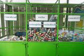 Can y botella de agua para reciclar — Foto de Stock