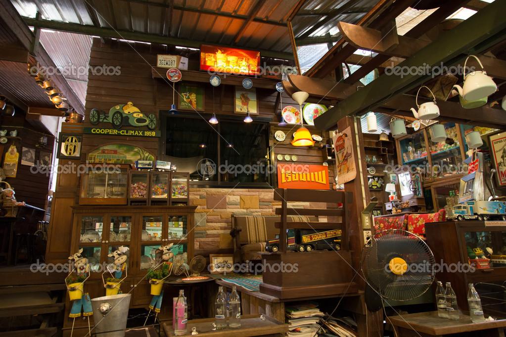 Vintage d coration int rieure au restaurant banmaichaynam for Js innendekoration