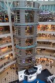 KUALA LUMPUR, MALAYSIA - SEP 27: Glass elevator in Suria Shoppin — Stock Photo