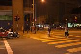 KUALA LUMPUR, MALAYSIA - SEP 27: People walk across street in Ku — Stock Photo