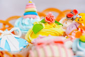 Cupcakes in a basket — Stock Photo