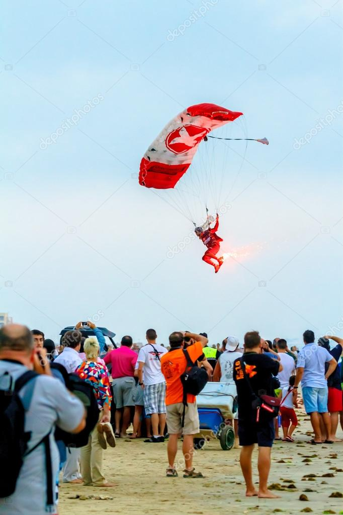 CADIZ, SPAIN-SEP 08:  Parachutist of the X-Treme flight team taking part in an exhibition on the 5th airshow of Cadiz on Sep 08, 2012, in Cadiz, Spain — Stock Photo #13594904