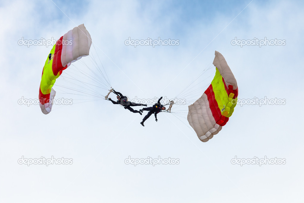 CADIZ, SPAIN-SEP 13:  Parachutist of the PAPEA taking part in an exhibition on the 2nd airshow of Cadiz on Sep 13, 2009, in Cadiz, Spain — Stock Photo #13887416