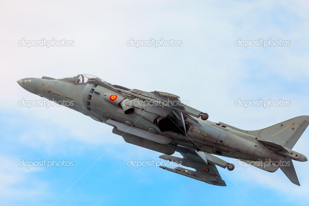 CADIZ, SPAIN-SEP 13: Aircraft AV-8B Harrier Plus taking part in an exhibition on the 2nd airshow of Cadiz on Sep 13, 2009, in Cadiz, Spain — Stock Photo #13887509