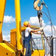 Construction worker during hoisting works — Stockfoto