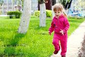 Malé běžící holka — Stock fotografie