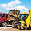 Wheel loader Excavator unloading sand — Stock Photo